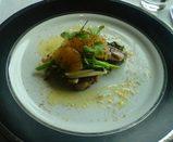 三井ガーデンホテル銀座・レストランSkyのイベリコ豚のディッシュ