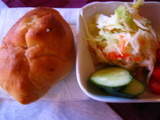 ピロシキとサラダ