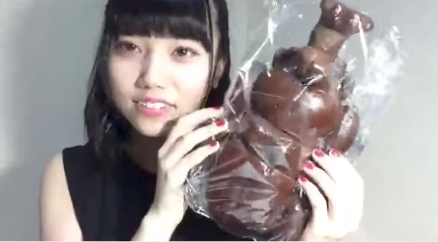 GIOGIOの奇妙な速報‐AKB48・チーム8まとめたの : 長久玲奈「見せたい物があるの」→どデカいカブトムシのパン登場www