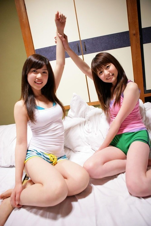 018-色白巨乳タンクトップ-富樫あずさ&森下芽衣