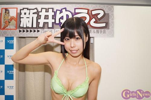 新井ゆうこ-130818-ソフマップ-03