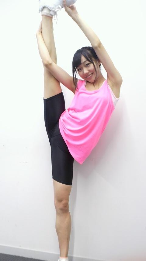 須田亜香里-柔軟-02