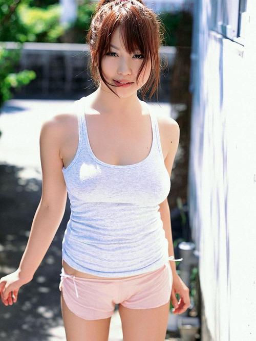 046-色白巨乳タンクトップ-03-西田麻衣