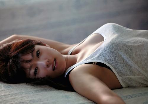 045-色白巨乳タンクトップ-01-深田恭子