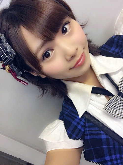 【NMB48 磯佳奈江】公演で 尻を突き出し 生パンツ公開wwwww