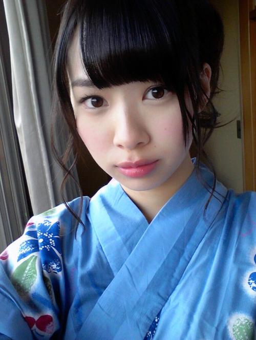 【小笠原茉由】ノーブラライブ で 透け乳首 (・)(・)゛【AKB48】