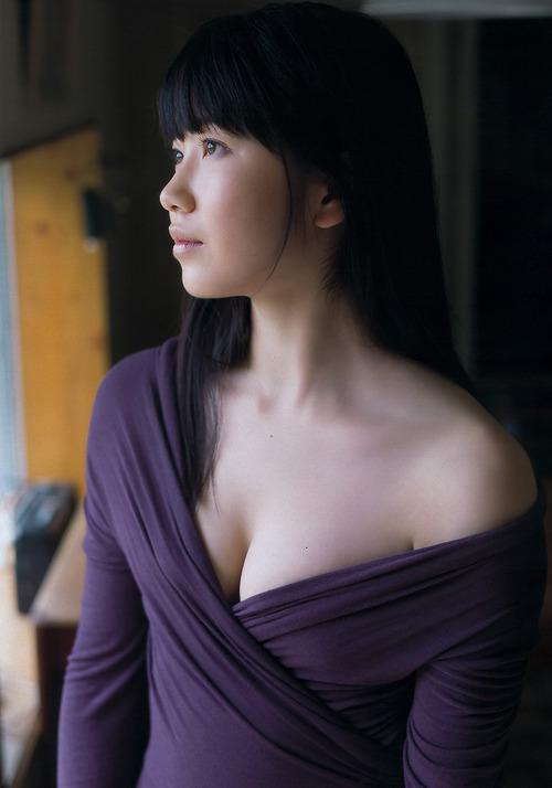 横山由依-04