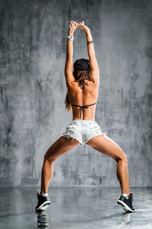 ロシアの美少女JKが エロすぎる尻ふりダンスを披露wwwww