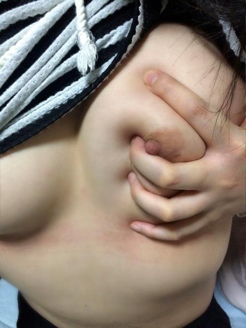 028-乳揉み女