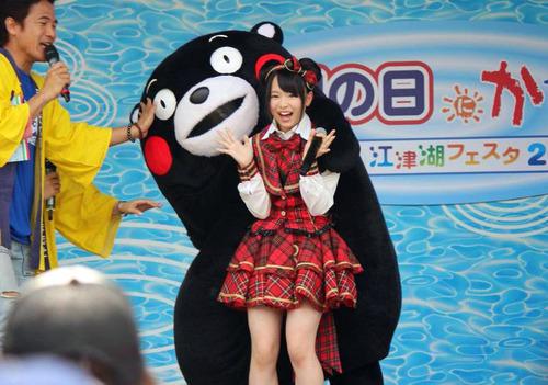 倉野尾成美&くまモン-01