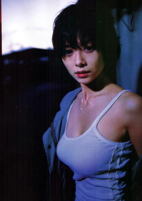 036-色白巨乳タンクトップ-02-真木よう子