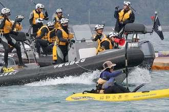 【辺野古沖】抗議する市民の船に海上保安官が乗り込んだ結果wwwwwwwww