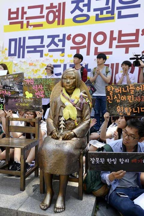 慰安婦合意、韓国の追加要求に応じない日本政府を「支持」83 韓国を「信頼できない」78%!!!!!!!