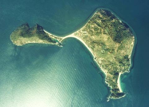 Yuri-Jima_Island_Aerial_photograph
