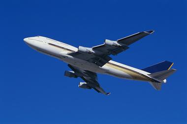 【悲報】旅客機内で乗客が連続しておならをしまくり緊急着陸