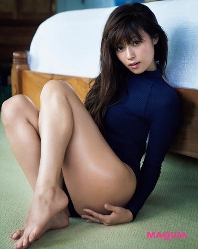 脚が美しい深田恭子