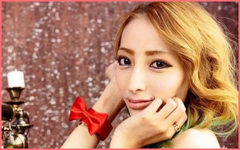 顔の肌がきれいな加藤紗里さん
