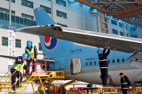 【沖縄落下物問題】衝撃の事実が判明!! なんと事故機を整備していたのは韓国の大韓航空だった・・・
