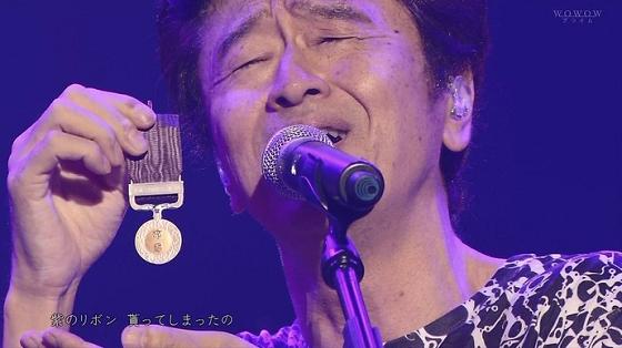 メダルを持つサザンオールスターズ