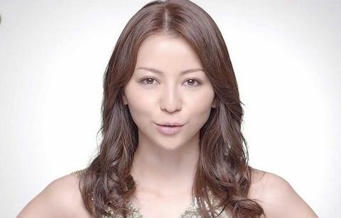 香里奈がゴージャスドレスで『東京ガールズコレクション』の会場を魅了(画像あり)