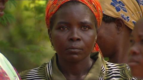 842640385-頭巾-ケニア-アフリカ人-観察