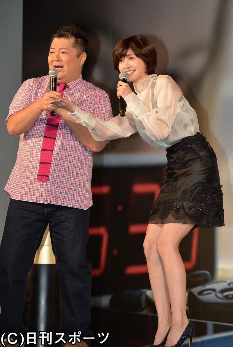内田有紀 ミニスカート