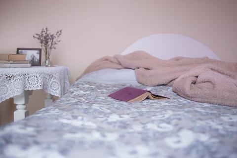 掃除とお得・枕もとにモノが一杯置いてあると熟睡できないみたいなこと書いてあった