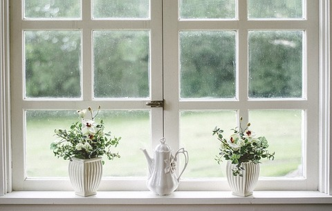 掃除とお得・掃除ついでに、前々から気になってた窓際をイメチェン。 取り付けたら部屋の雰囲気も変わった。ものすごく居心地がいいんだ。