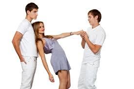 彼氏ができてから、元々気になっていた男性からアプローチがありました…。みなさんが同じ立場だったら、どうしますか?