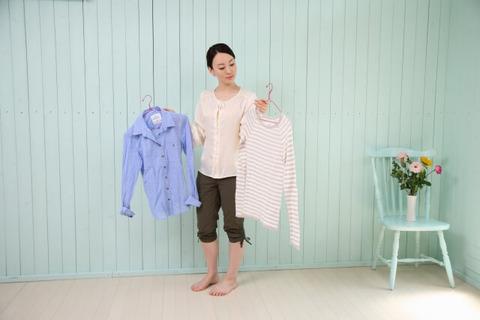 woman_choose_clothes