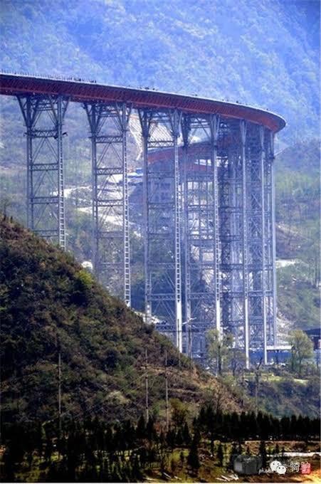 【画像】中国、富士急ハイランドみたいな高速道路を建設してしまうwww