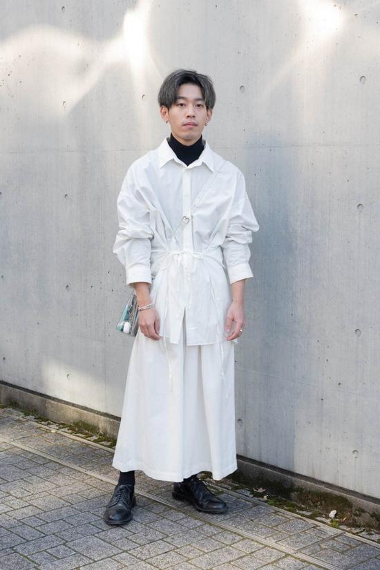 【画像】最近よく見かける男のこういう服装無理なんだがwww