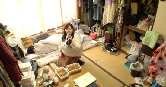 【画像】4連休なのに引き籠もる女さんの部屋が開示されるwww