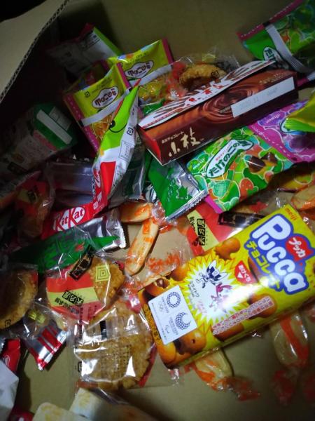 【画像】お菓子たくさん買ったったwwwwwwwww