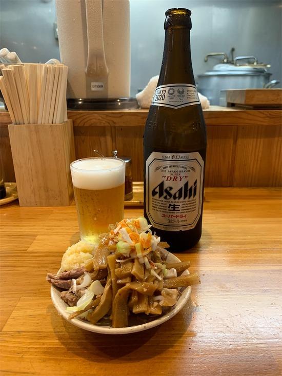 【画像】ラーメン屋でビール頼んだときにオマケのオツマミが付いて切るかどうかの緊張感www