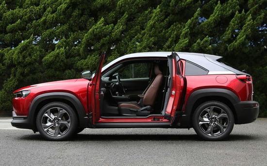 【画像】マツダの新車、扉がカッコよすぎるwwwwwwwww