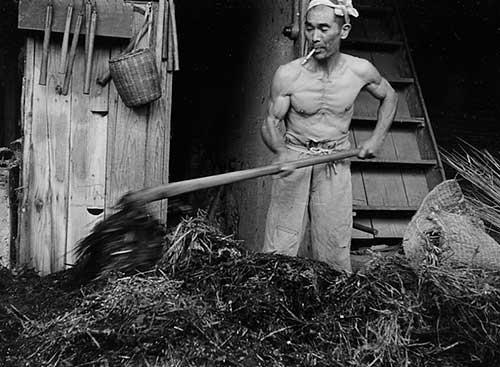 【画像】昔の農家、筋肉がヤバすぎるwwwwwww