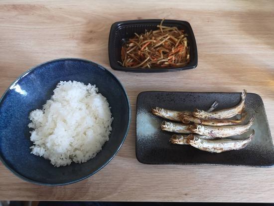 【画像】1000円で「惣菜」を買えば腹いっぱいメシが食えちまうんだwww