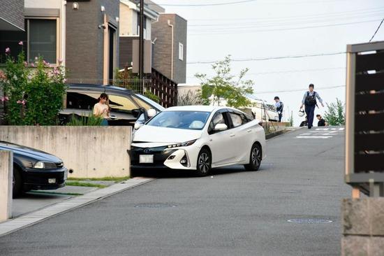 トヨタプリウス!住宅街でプリウスが暴走しポストや民家や車に次々衝突しマジプリウス。車カスwwwwww