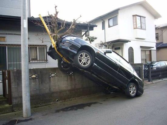 【画像】低コストでコンビニ踏み間違え事故を減らす方法www