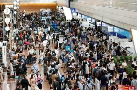 【画像】今日の羽田空港、密すぎる・・・