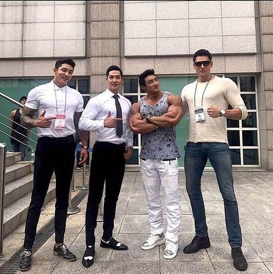 【画像】韓国の成人男性、屈狂すぎて日本人男子劣等感にさいなまれそうwwww