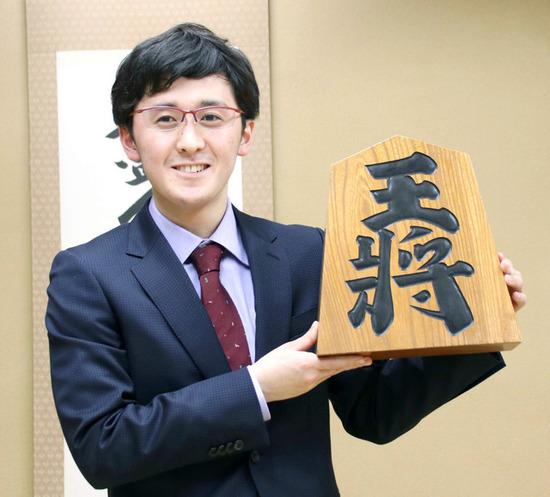 【画像】新・最年少棋士になった高校生17がこちらwww