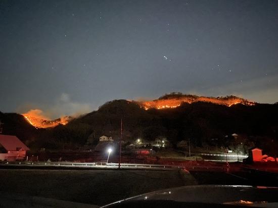 【画像】栃木県足利市の山火事、やばい・・・