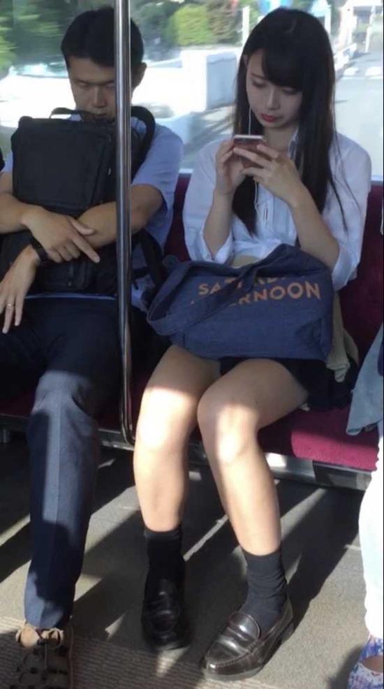 【画像】このレベルのバスでJKが隣に座ってきたらwww
