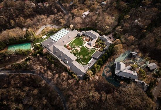 【画像】軽井沢のビルゲイツの別荘が完成→めちゃめちゃ凄すぎると話題に・・・