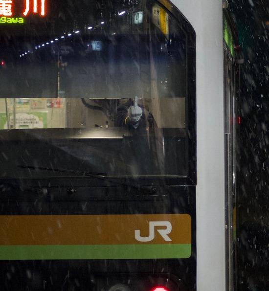 【画像】JR東の車掌が撮り鉄に中指を立てたのが炎上してるけど・・・