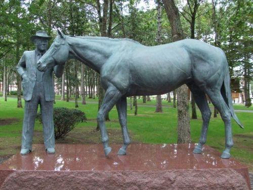 【競馬ネタ】競争成績ショボいのに種牡馬として成功した馬と言えば