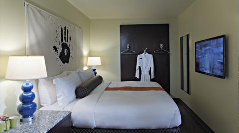 acme-hotel-company-illinois-standard-king-closet-shot