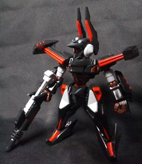 ダンボール戦機『LBXグルゼオン』 大鎌といい黒赤の配色といい中